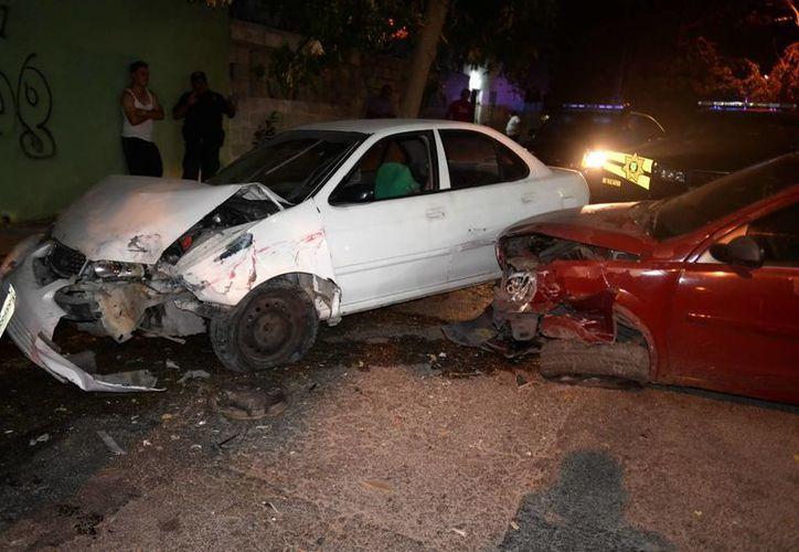 Dos autos fueron pérdida total y otros registraron severos daños. (Milenio Novedades)