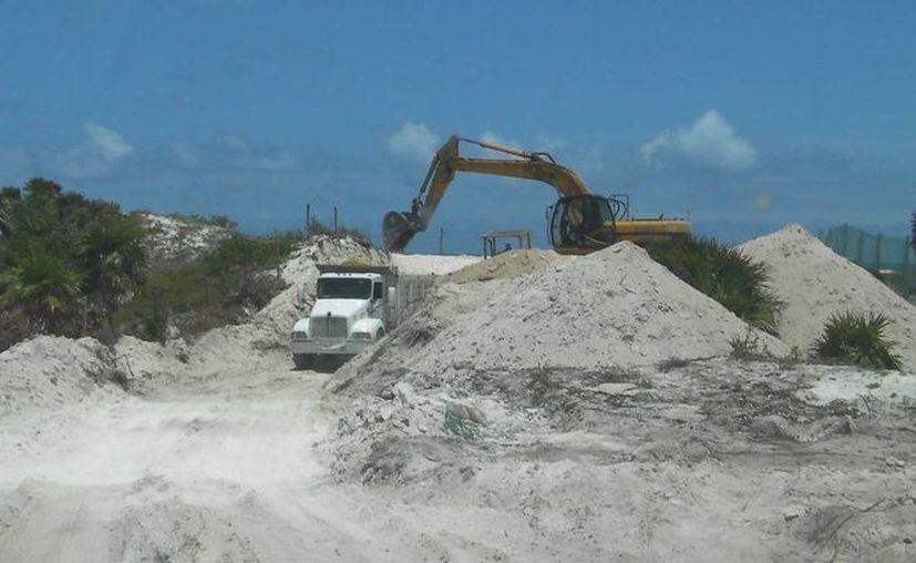La autoridades municipal clausuró los trabajos. (Lanrry Parra/SIPSE)