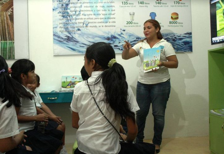 La SEyC busca fomentar en los estudiantes de primaria el interés por la ciencia. (Octavio Martínez/SIPSE)