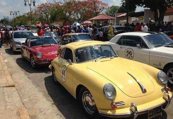 Ya vienen en camino más de 110 vehículos clásicos y antiguos como parte del Rally Maya. (Contexto/Internet)