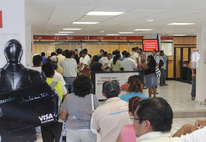 El próximo 18 de noviembre por motivo de la conmemoración de la Revolución Mexicana los bancos no laborarán. (Israel Leal/SIPSE)