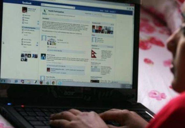 Hasta el momento, el servicio de Facebook continúa irregular. (Archivo/SIPSE)