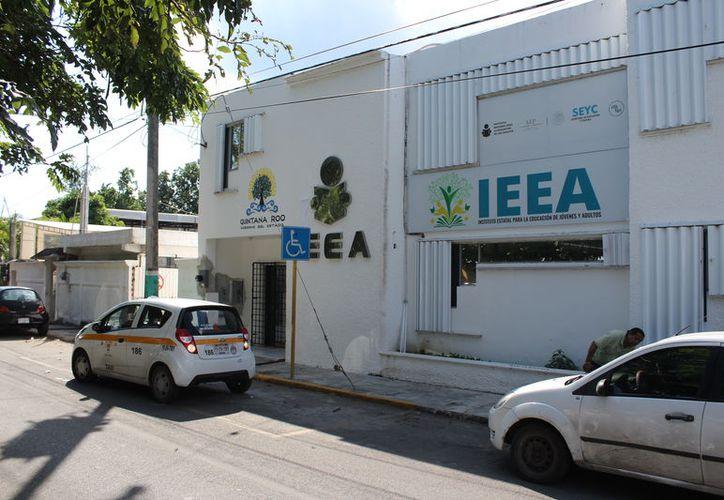 El IEEA reporta para Othón P. Blanco que nueve mil 700 mayores de 15 años son analfabetas y más de 46 mil no tienen nivel básico. (Joel Zamora/SIPSE)