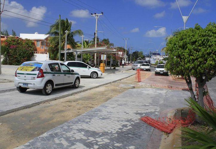 Son menos los autos que circular por la zona, ya que no quieren pasar por el embotellamiento que se hace. (Tomás Álvarez/SIPSE)