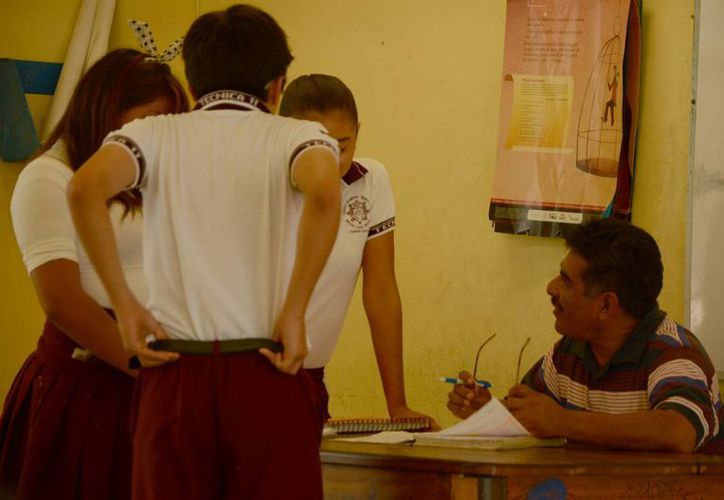 Los docentes esperarán la asignación de plazas. (Victoria González/SIPSE)