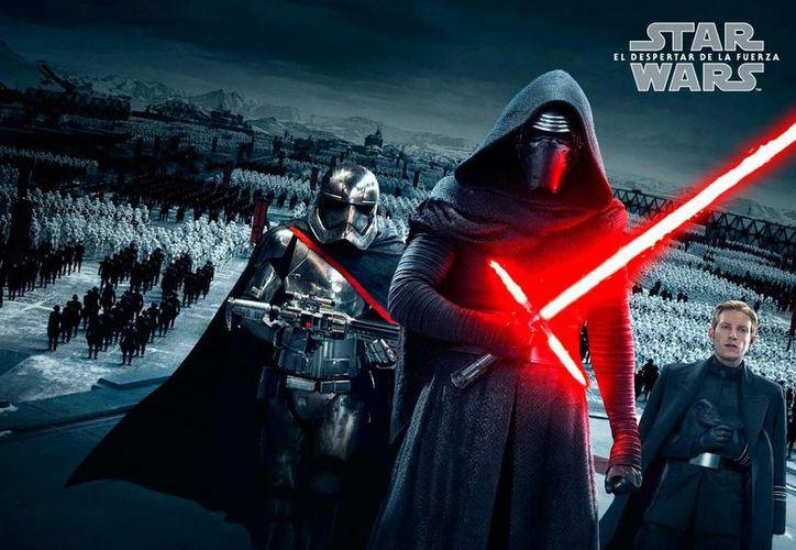 La recepción en taquilla de la nueva entrega de Star Wars ha sido exitosa, pues las entradas para las funciones de medianoche del 17 de diciembre (día del estreno) están agotadas, al igual las primeras de la mañana. (elmulticine.com)