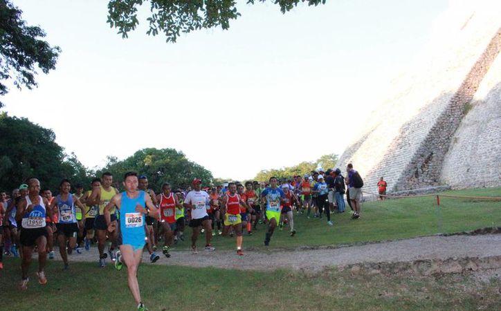 La carrera Uxmal Muna, de 16 kilómetros, tuvo como claro ganador a Irving Villa. (SIPSE)