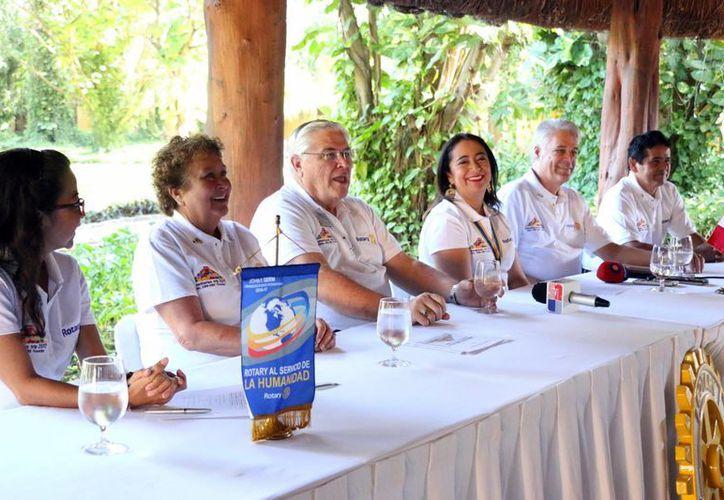 Imagen de la rueda de prensa donde anunciaron la llegada del Club Rotario Internacional a Yucatán. Realizarán jornadas de salud, donación de filtros de agua y enseñanza artística a niños. (Milenio Novedades)