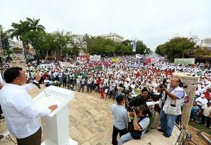 Al acto en el Paseo de Montejo acudieron más de 50 mil trabajadores. (Cortesía)