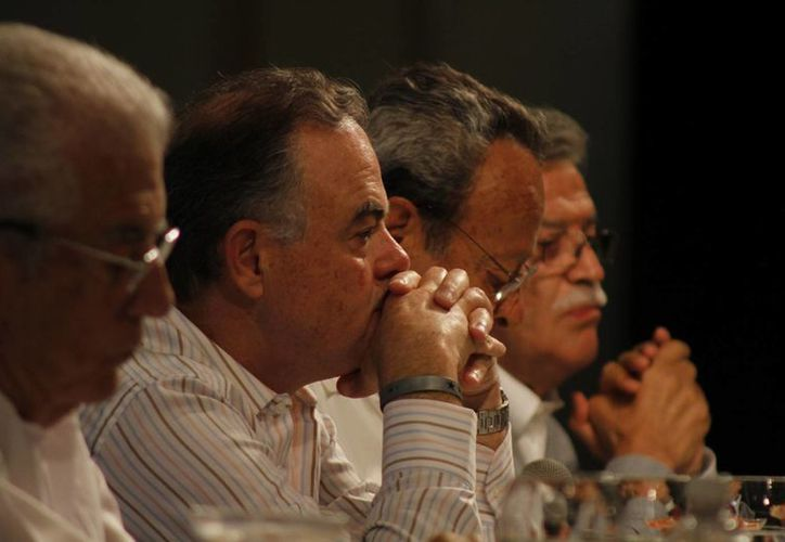 John McCarthy, (segundo de izquierda a derecha), afirmó que el objetivo original de los Centros Integralmente Planeados, de crear empleo, se ha cumplido. (Israel Leal/SIPSE)