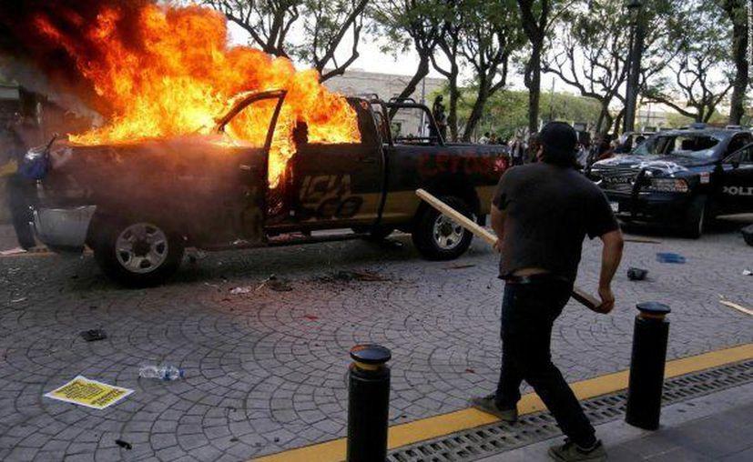 Durante una protesta por la muerte de Giovanni, se desató la violencia contra las fuerzas policacas de Guadalajara.