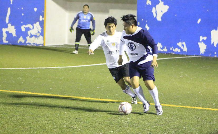 El partido se llevó a cabo bajo una gran intensidad desde los primeros minutos de juego. (Miguel Maldonado/SIPSE)
