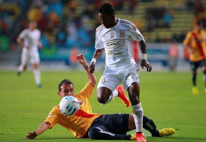 Dario Burbano tuvo que salir en el segundo tiempo por lesión. (Foto: Jam Media)