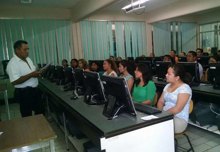 La convocatoria para los docentes se lanzó ayer; el formato se encuentra a través de la página web de la SEyC. (Redacción/SIPSE)