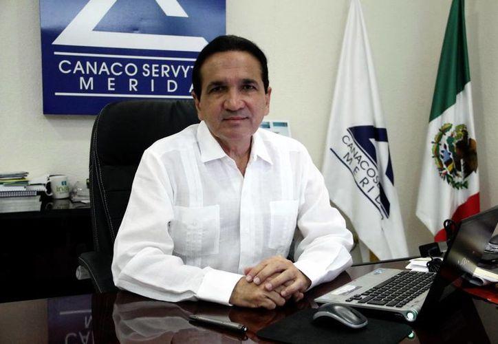 Hay un estancamiento en la economía, pero en materia de turismo sí hay ligera mejoría que se ha manifestado en incremento de visitantes, considera el titular de la Canacome, José Manuel López Campos. (SIPSE)