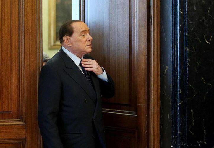Berlusconi tiene desde hoy diez días para firmar la ordenanza emitida por el Tribunal de Vigilancia. (Archivo/EFE)