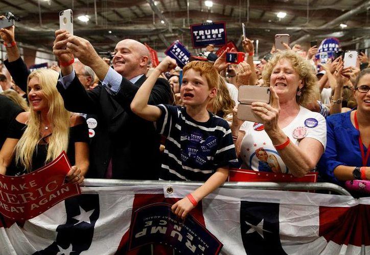 Simpatizantes de Donald Trump durante un acto de campaña en el estado de Pennsylvania. (AP/ Evan Vucci)