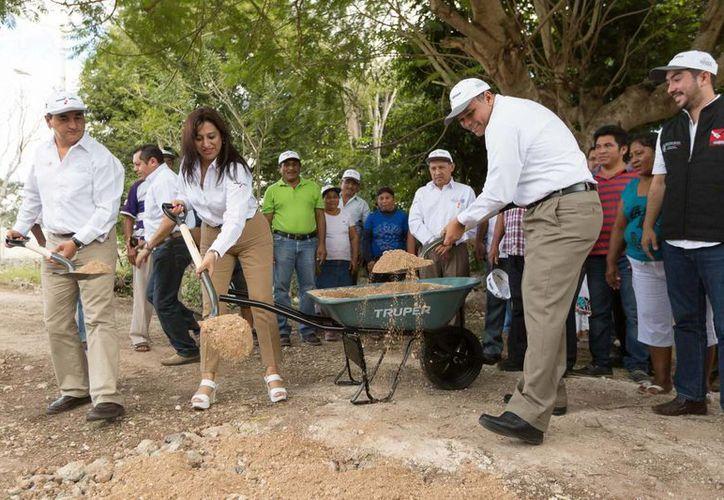 El gobernador Rolando Zapata Bello en una de las actividades que encabezó la semana pasada. (SIPSE)