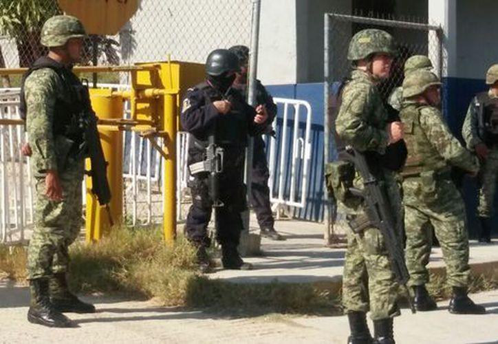 La Secretaría de Seguridad Pública confirmó el rescate de los funcionarios y que no se registraron personas heridas o muertas. (Foto: Milenio)