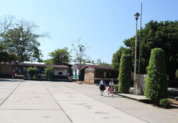 Debido a las lluvias registradas en las comunidades rurales, la mayoría de las escuelas no tendrán actividades escolares. (Joel Zamora/SIPSE)