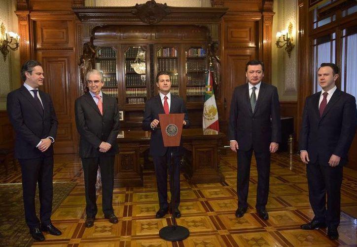 El mandatario Enrique Peña Nieto dio posesión a Rafael Tovar y de Teresa como secretario de Cultura, durante una ceremonia realizada en el Despacho Presidencial del Palacio Nacional. (@PresidenciaMX)