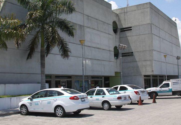El sindicato de taxistas de Playa del Carmen busca colocar sitios de taxi en colonias alejadas del centro. (Adrián Barreto/SIPSE)