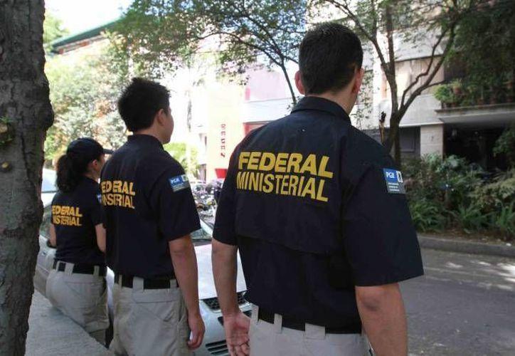 Policías llegaron de las instalaciones acordonadas de El Diario. (Archivo Sipse)