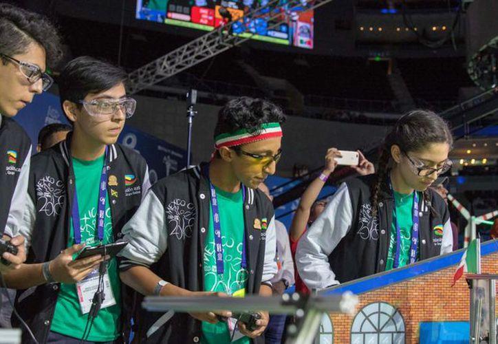 Los alumnos de la Universidad ITESM han destacado por su destreza al mover a los robots. (Foto: tec.mx)