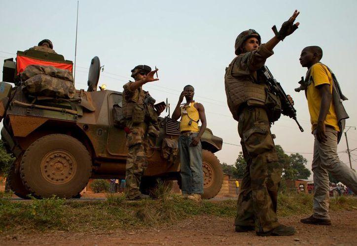 la violencia regresó a la República Centroafricana con tiroteos en puestos de control, la destrucción de una mezquita y manifestaciones. (Agencias)