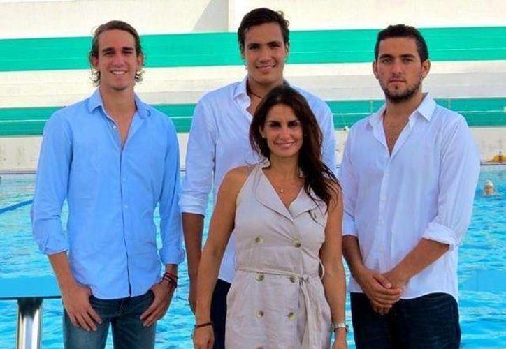 La entrenadora, Ema Fuentes, destaca por su trabajo realizado con los nadadores: Lorenzo Loría, Fernando Sevilla y Fernando Betanzos. (Redacción/SIPSE)