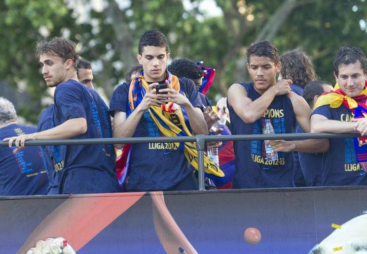 Los jugadores fueron ovacionados a su paso por la ciudad de Barcelona. (Notimex)