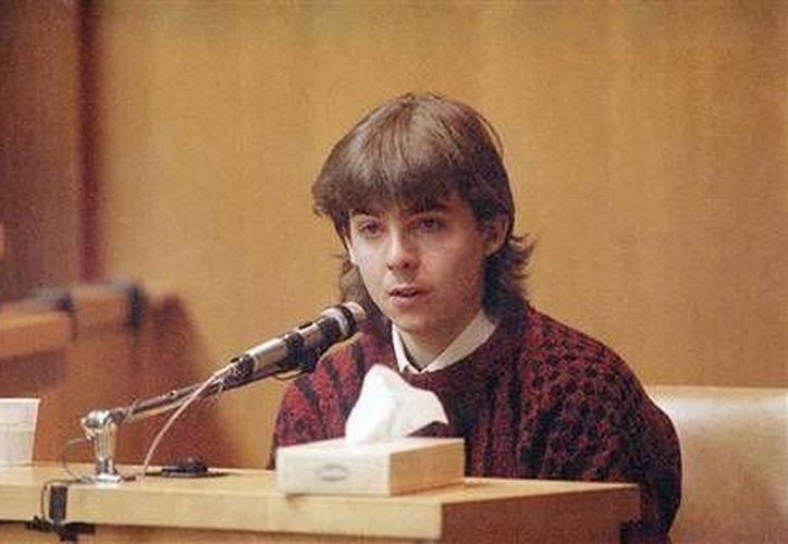 En esta foto del 13 de marzo de 1991, William Flynn declara el día en que cumplió 17 años cómo asesinó a Gregory Smart, en un tribunal en Exeter, New Hampshire. (Agencias)