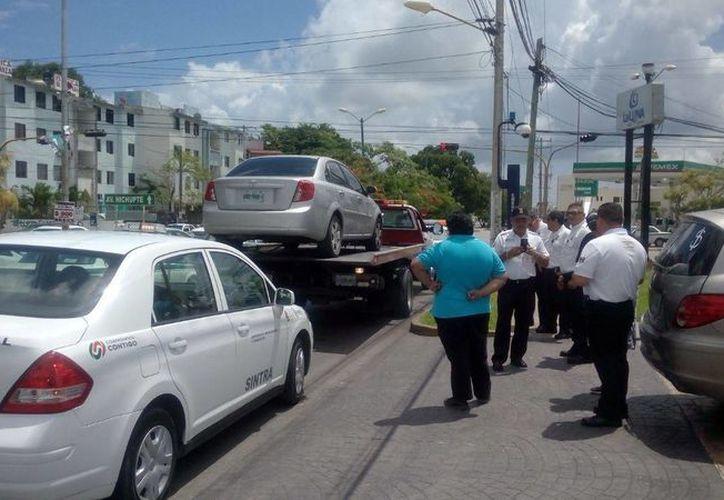 Siguen deteniendo vehículos de la empresa en los operativos. (Miguel Ángel Ortiz/SIPSE)