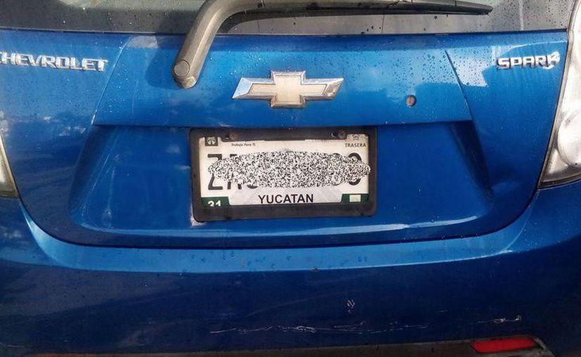Con la lluvia que se registró el viernes pasado en la capital yucateca decenas de automovilistas perdieron alguna de sus placas. (Tomada del Facebook/ Placas extraviadas Yucatán)