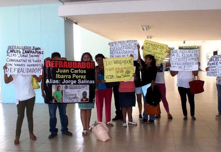 Una de las protestas que el año pasado se llevaron a cabo contra el presunto estafador. (Archivo/SIPSE)