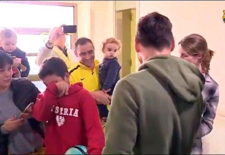 La conexión emocional de Lionel Messi con las niñas y niños es global desde hace más de 10 años. (Fotograma video de @FCBarcelona)
