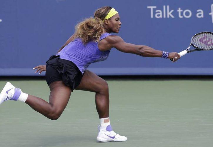 Serena Williams se tuvo que emplear a fondo para eliminar a Samantha Stosur en el primer juego de ambas en el Masters de Cincinnati. (Foto: AP)