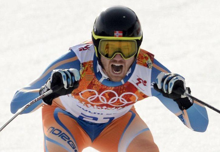 Kjetil Jansrud en acción en la prueba de esquí alpino. (EFE)