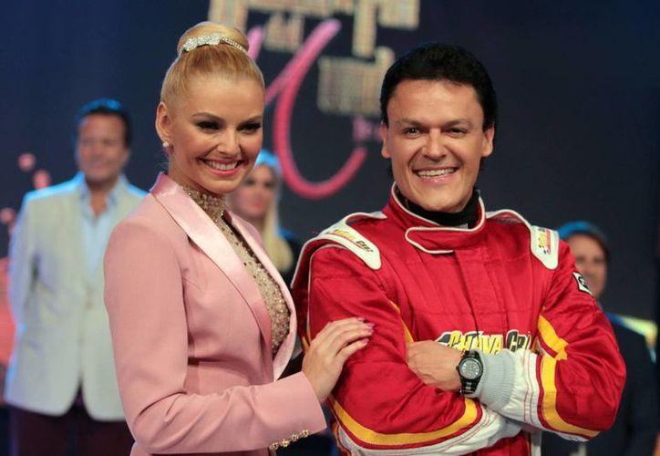 Marjorie de Sousa y Pedro Fernández durante la presentación de la telenovela Hasta el fin del mundo, a la que renunció el actor y cantante. (Notimex)
