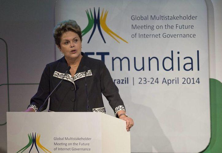 Dilma Rousseff dijo que la nueva ley es un paso fundamental para la garantía de libertad y privacidad en internet. (EFE)