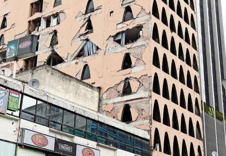 Más de 200 edificios en la lista de demolición de la CDMX tras sismo 19S. (Foto:  Internet)