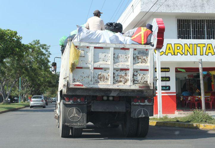 Los camiones con los que cuenta la comuna no son suficientes para recolectar los residuos sólidos de la ciudad. (Joel Zamora/SIPSE)