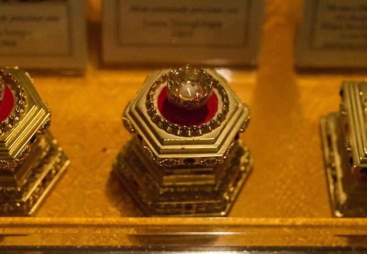 Las reliquias son cristales con forma de perlas que fueron encontrados entre los restos de la cremación de algunos maestros del budismo. (kunm.org)