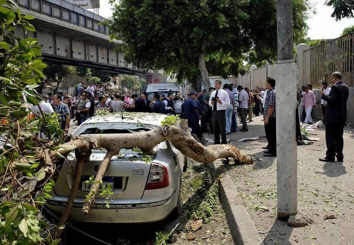 Al parece el bombazo en El Cairo tenía como objetivo un retén policial. (Foto:AP)