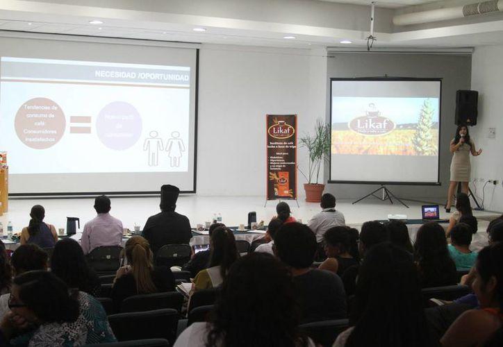 El evento se realiza en las instalaciones de la Universidad del Caribe. (Victoria González/SIPSE)
