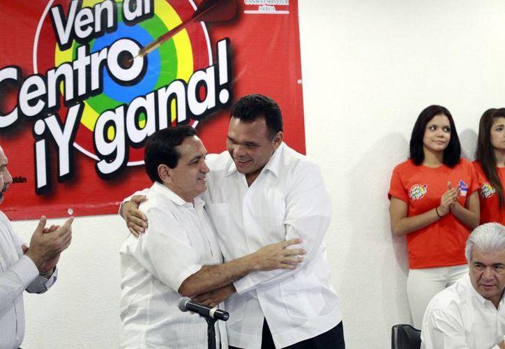 """El Gobernador presidió la ceremonia para poner en marcha la campaña """"Ven al Centro ¡Y gana!"""". (Christian Ayala/SIPSE)"""