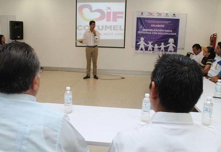 La coordinación del Centro Colabore del DIF impartió la plática. (Cortesía/SIPSE)