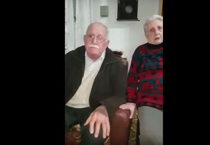 Eduardo y Ana, de 88 años, buscaban a su perrita Mara. (Foto: Captura de video)