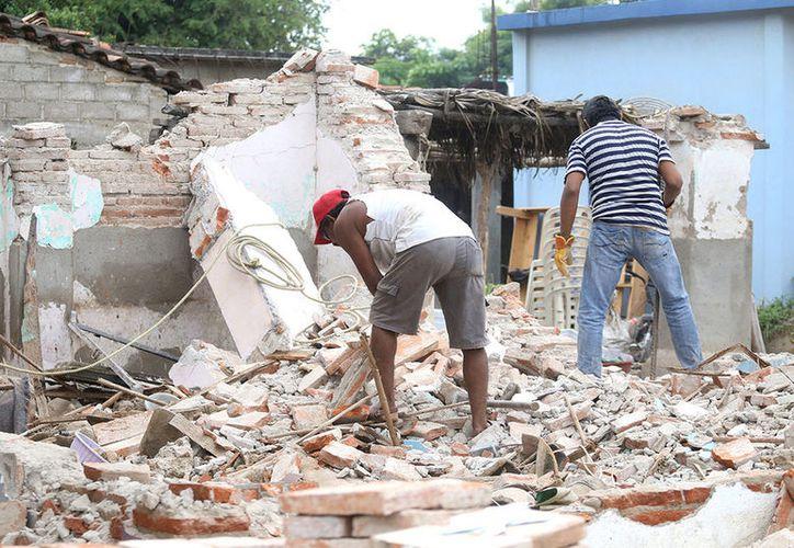 Debido a los sismos se reportan 150 mil viviendas dañadas, y otras 52 mil con pérdida total. (Foto: Vanguardia.mx)