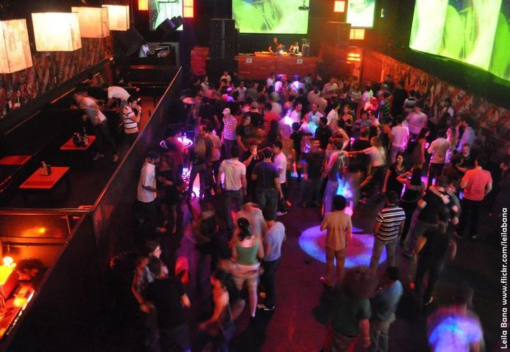 La violencia ha propiciado que la gente que sale a divertirse en bares y discos lo haga con desconfianza. (Internet)